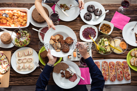 friends, having, lunch, together - 25155086