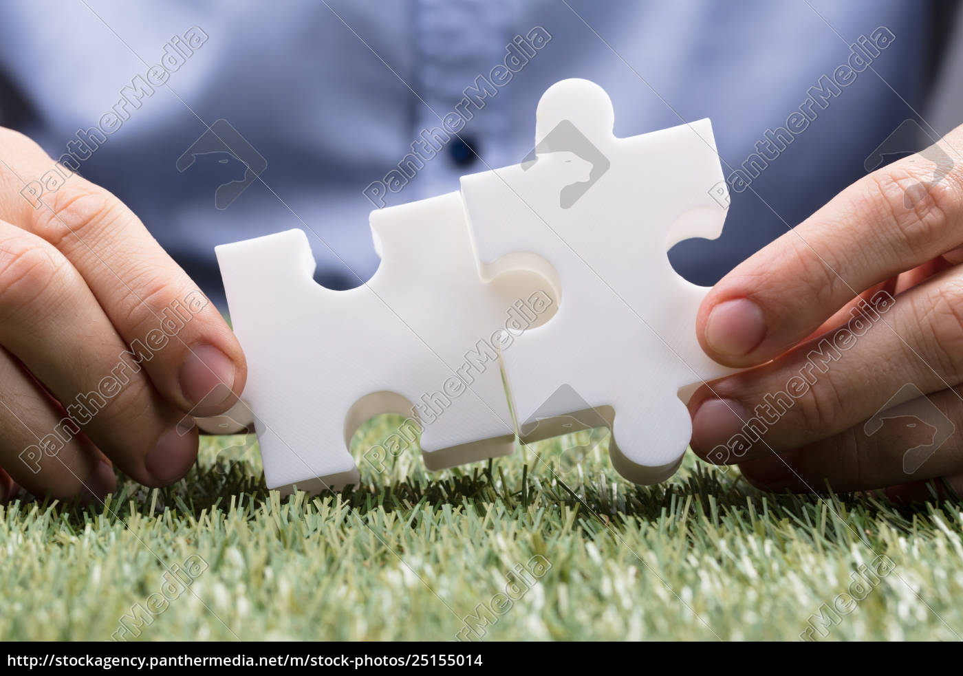 person, connecting, two, white, jigsaw, puzzle - 25155014