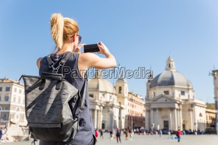 female, tourist, with, a, fashinable, vintage - 25157810
