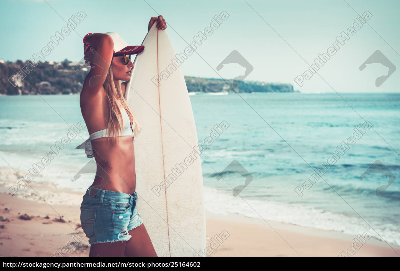 sportive, woman, with, surfboard - 25164602