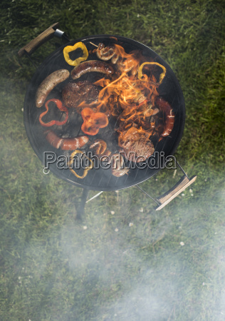 grill, with, smoke, over, summer, outdoor - 25210650