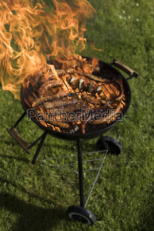 grill, with, red, hot, briquettes, , fire - 25211190