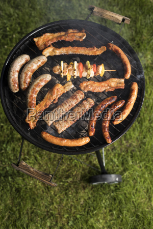 grill, with, smoke, over, summer, outdoor - 25211042