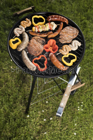 grill, with, smoke, over, summer, outdoor - 25211050
