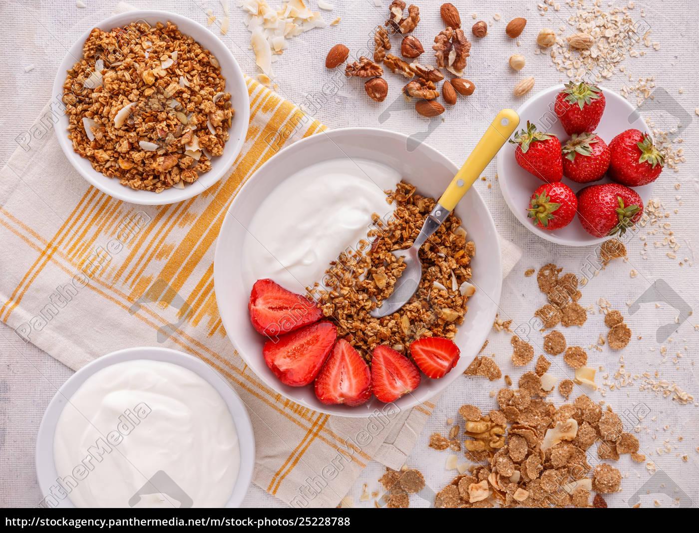 crunchy, granola, or, muesl - 25228788