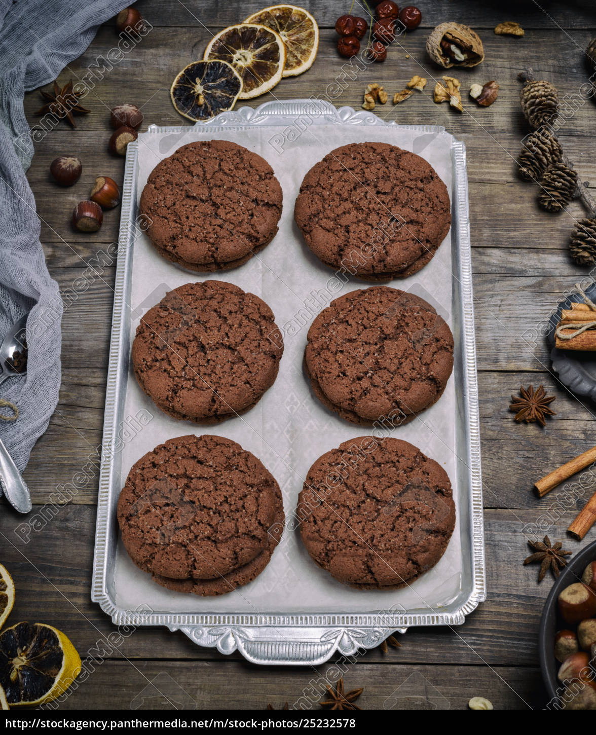 chocolate, round, biscuit, on, an, iron - 25232578