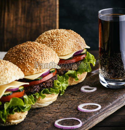 hamburger, with, beef, , onion, , tomato, , lettuce, - 25232550