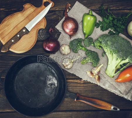 empty, round, black, cast-iron, frying, pan - 25243854