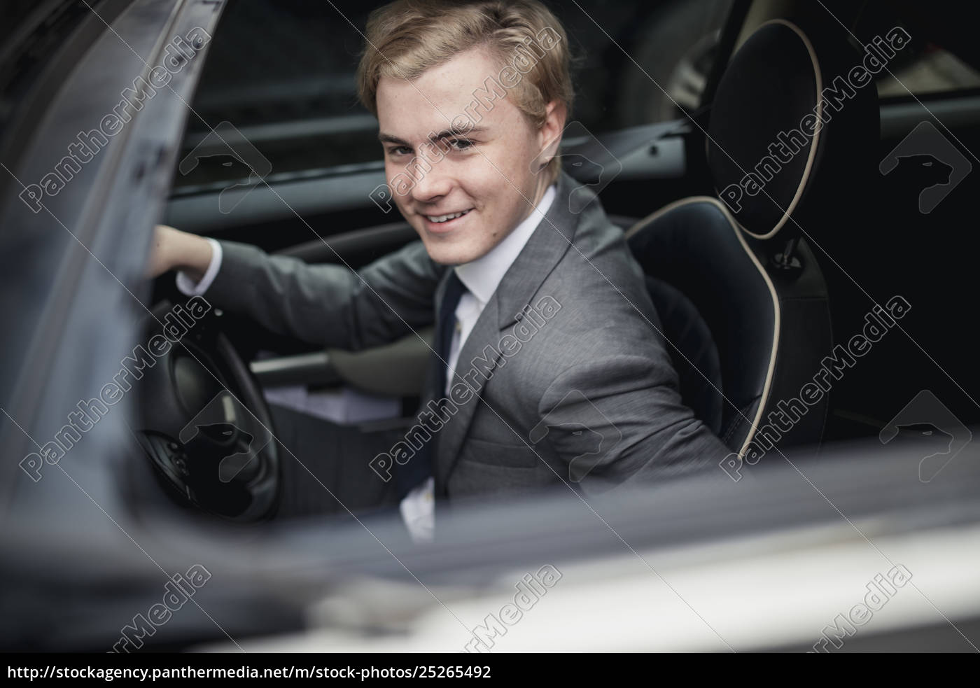 businessman, driving, into, work - 25265492