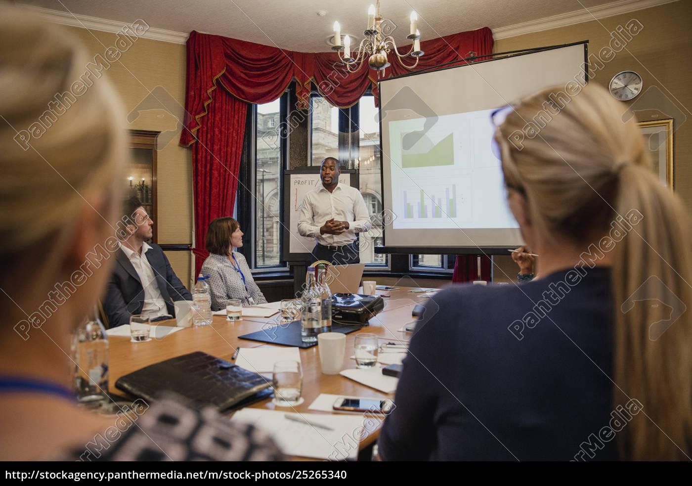 businessman, giving, a, financial, presentation - 25265340