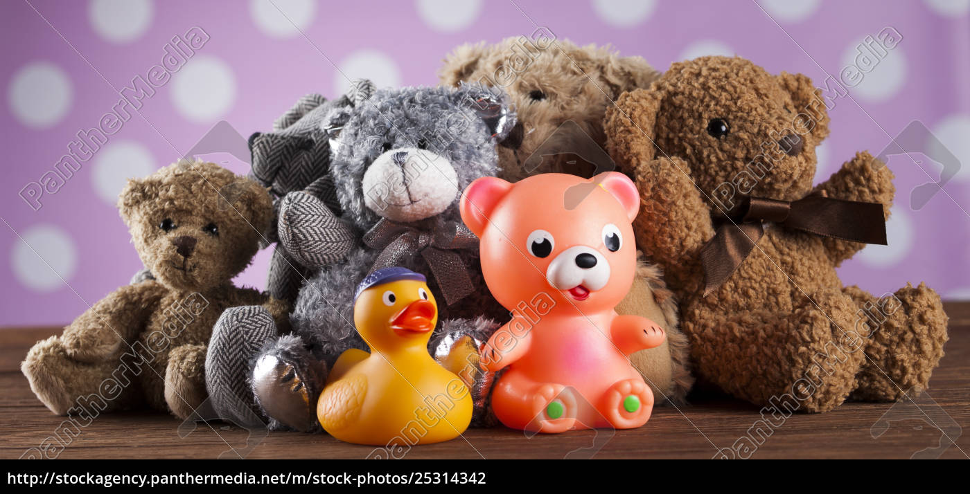 cute, teddy, bears, on, wooden, background - 25314342