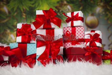 presents, with, red, ribbon, on, wooden - 25318826
