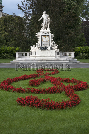 monument cenotaph remember culture statue bloom