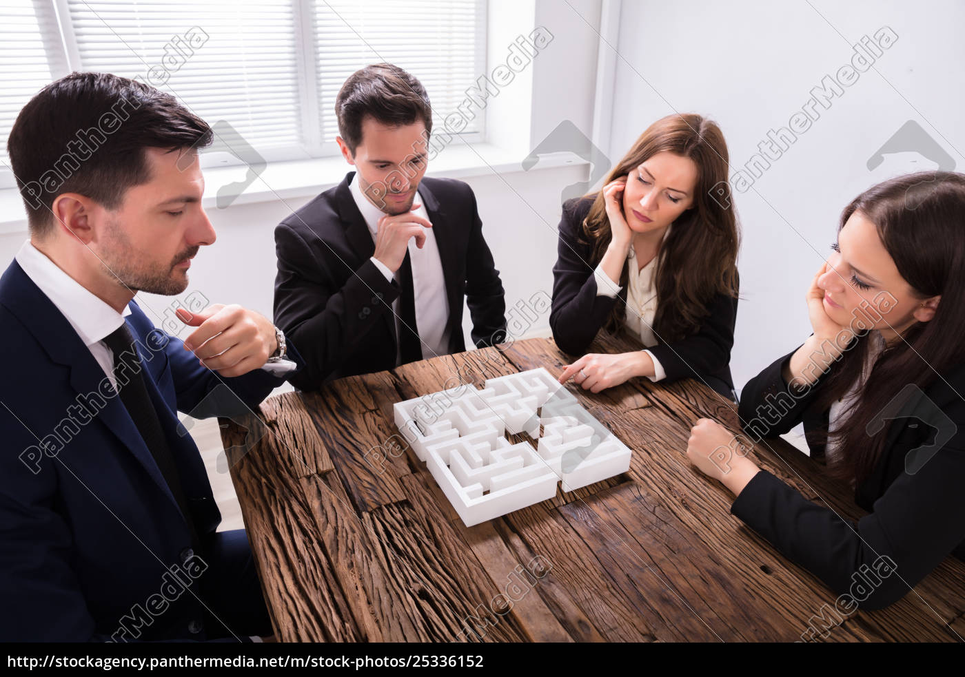 businesspeople, trying, to, solve, maze, puzzle - 25336152