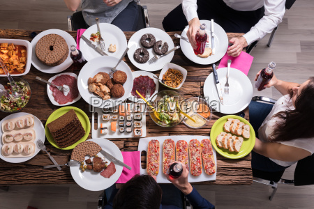 friends, having, lunch, together - 25336302