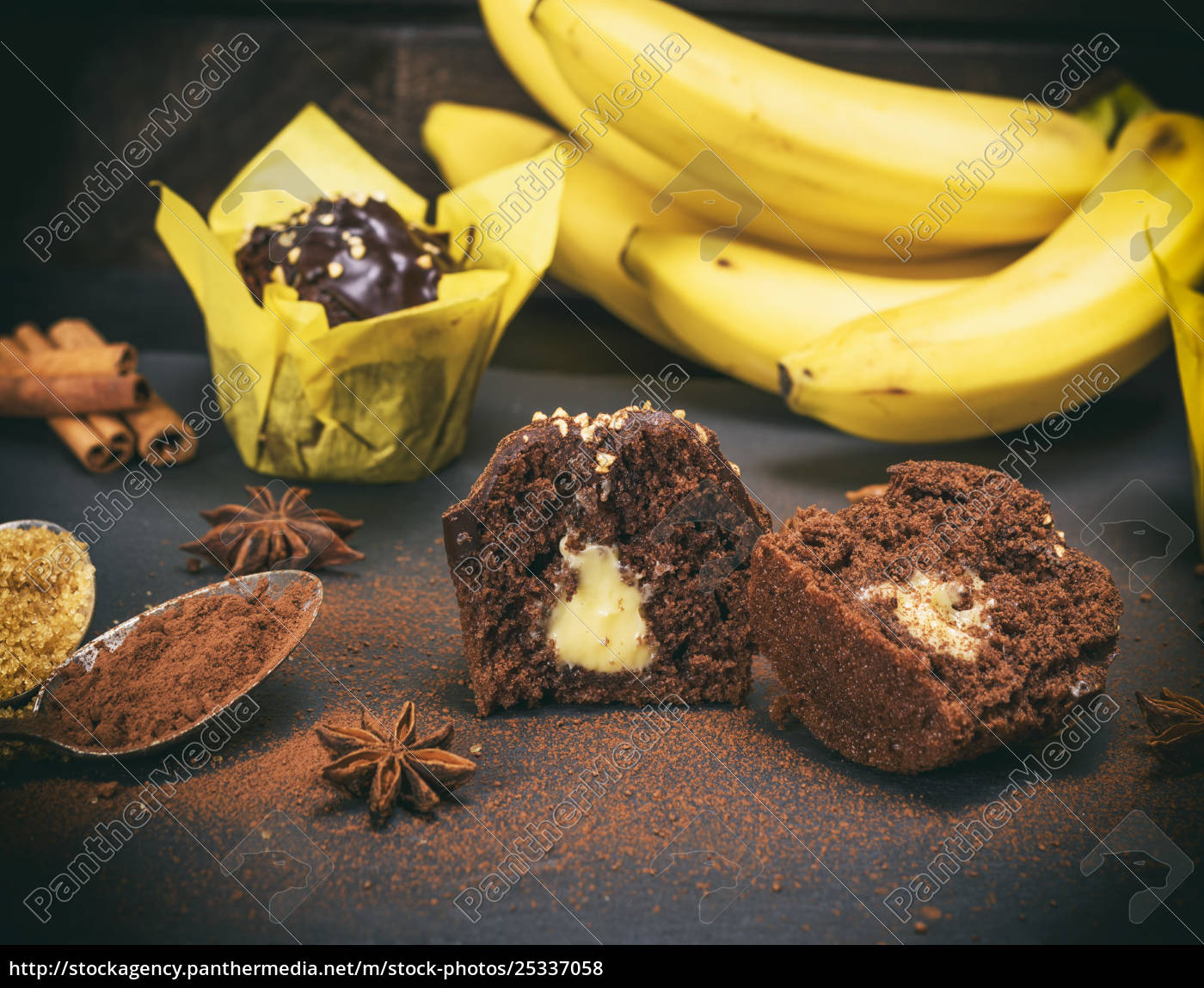 banana, chocolate, cupcakes, with, a, filling - 25337058