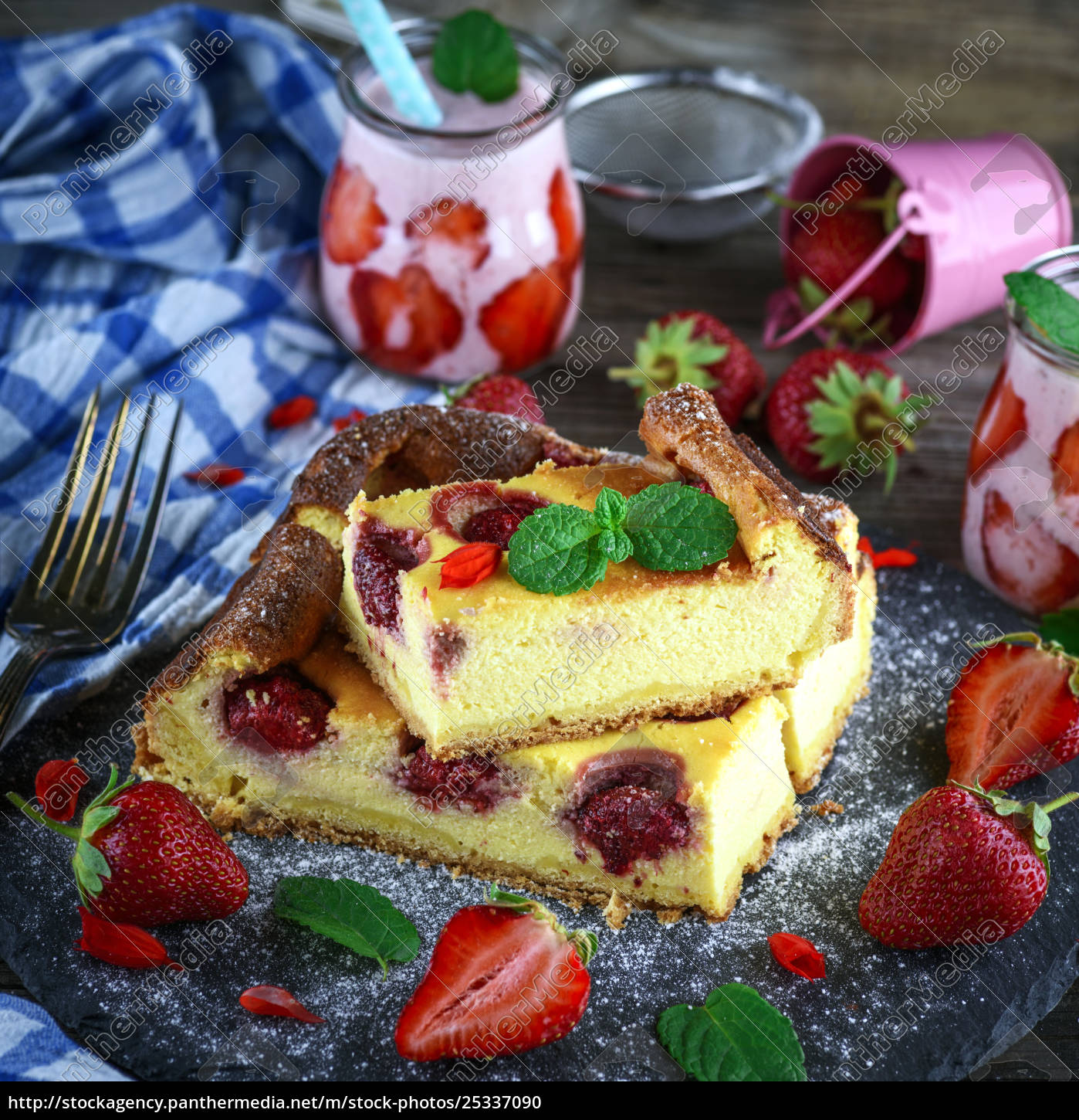 pieces, of, cheesecake, with, strawberries, on - 25337090