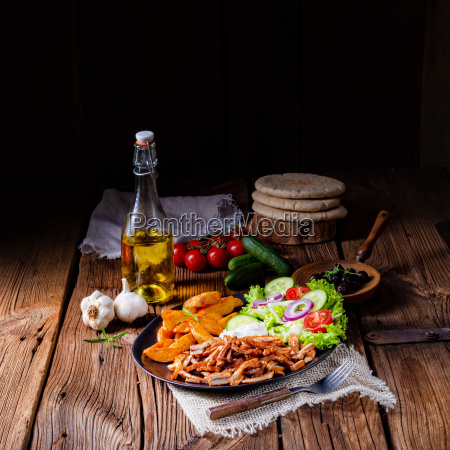 rustic, gyros, plate, with, green, salad - 25349166