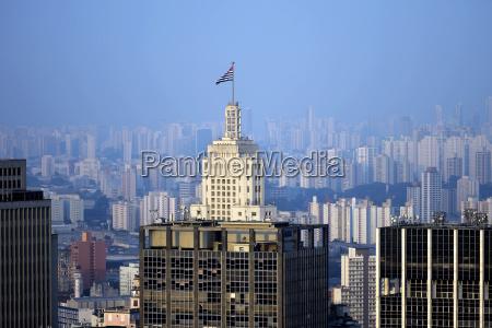 skyscraper edicicio banespa with flag of