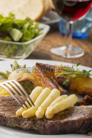 steak with white asparagus and a