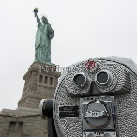 binoculars and the statue of liberty