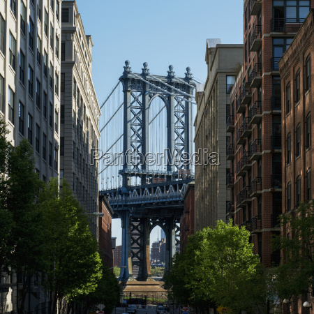 williamsburg bridge and buildings against a