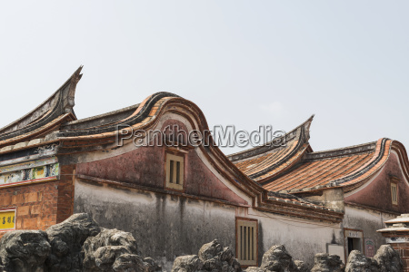 roof with the classic taiwanese style