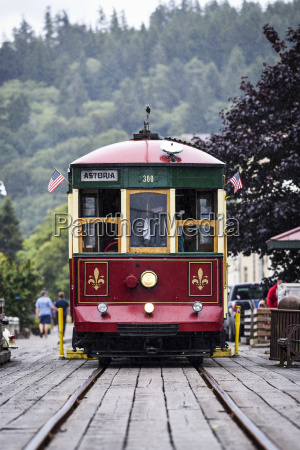 the astoria trolley running along the