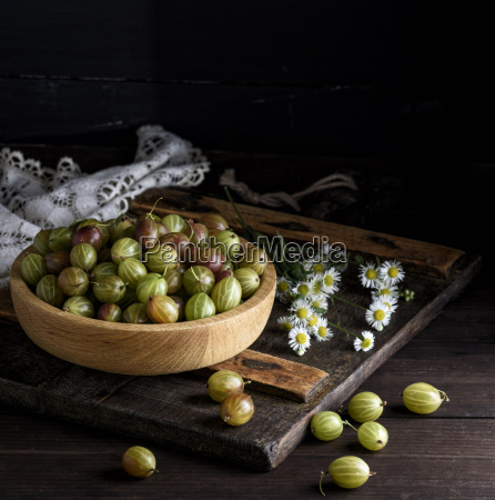 wooden, bowl, with, green, gooseberries - 25402678