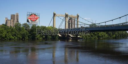 hennepin avenue bridge crossing the mississippi