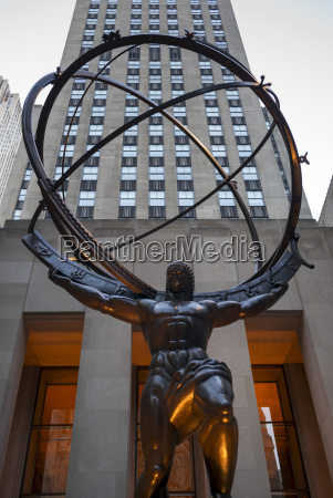 statue of atlas along fifth avenue