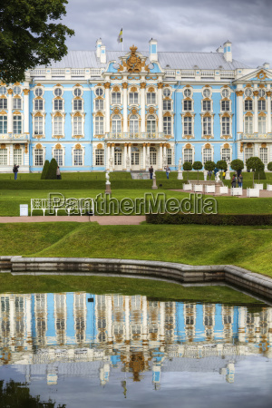 catherine palace reflected in water in