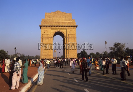 india gate at the eastern end