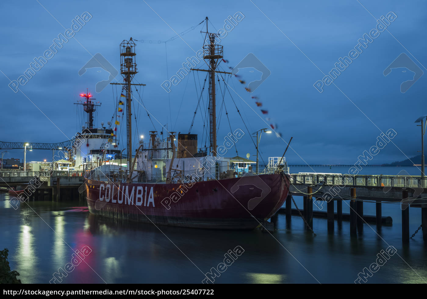 columbia, lightship, docked, along, the, riverfront - 25407722