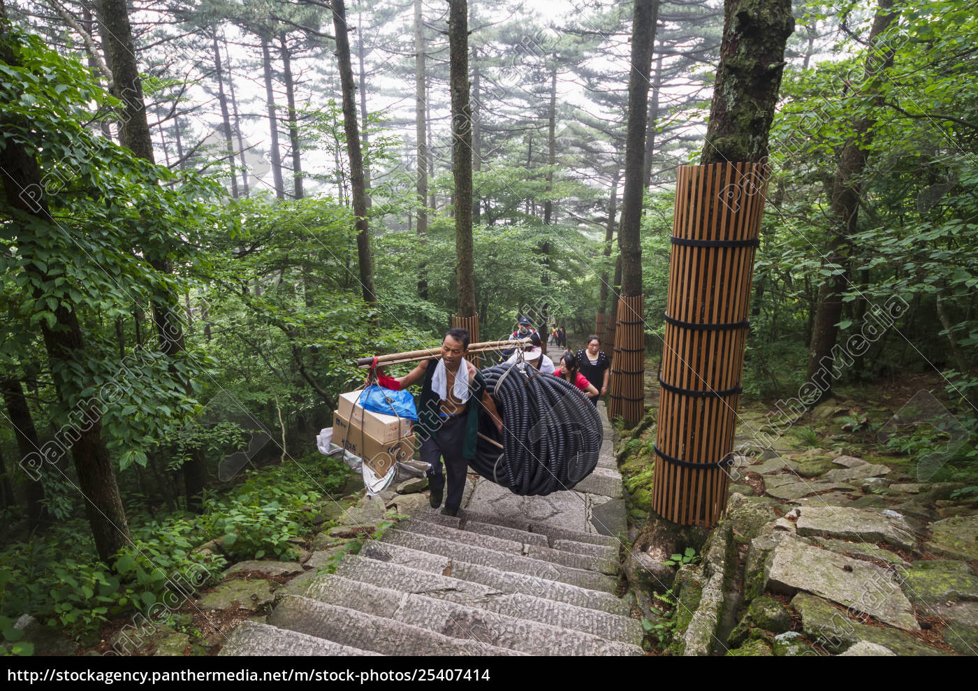 porter, carrying, items, , mount, huangshan, , anhui, - 25407414
