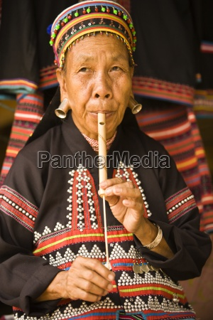 lahu shi balah tribeswoman playing instrument