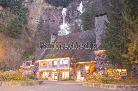 multnomah falls and lodge in winter