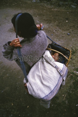 mother carrying child lukla solo khumbu