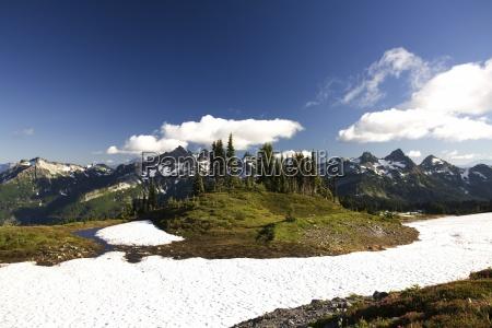 tatoosh mountains in sprong season mt