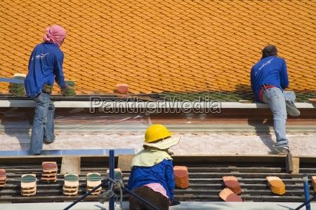 men repairing roof of wat pho