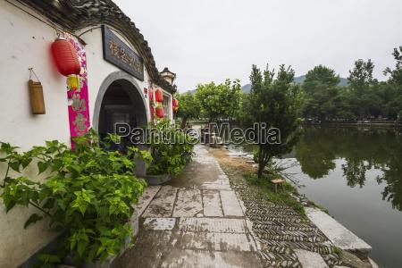 houses by nanhu lake hongcun anhui