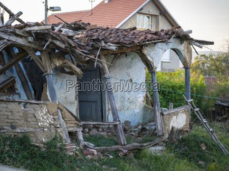 una casa en desarreglo con el