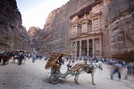 al khazneh in petra with visitors