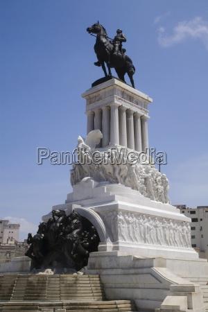 statue of jose marti on horseback
