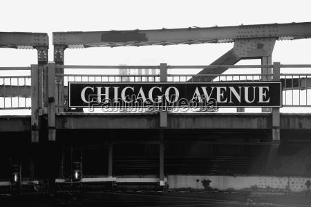 chicago avenue bridge chicago illinois usa