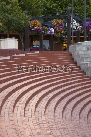 steps in pioneer courthouse square portland