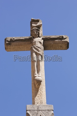 cross at romanesque iglesia de san
