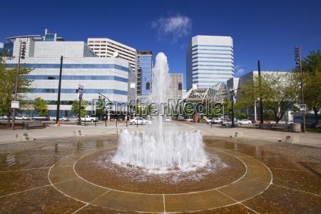 salmon street springs fountain portland oregon