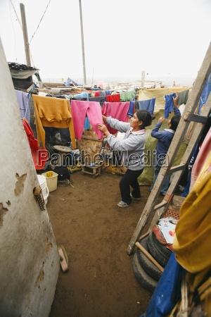 woman hanging her laundry lima peru
