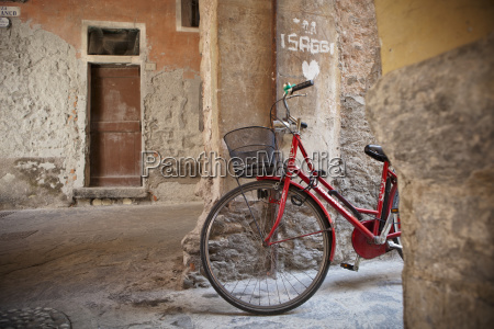 a bicycle leaning against a concrete